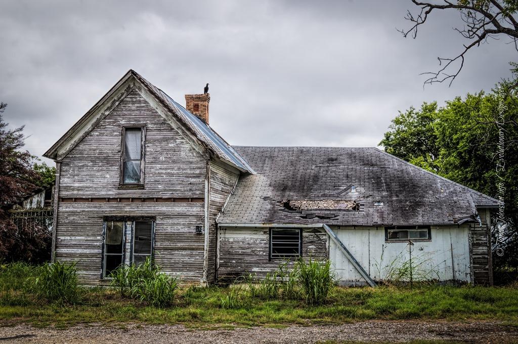Abandoned farm house in rockwall texas james johnston for T shaped farmhouse floor plans