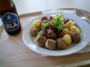 Light beer and meatballs at Skansen.
