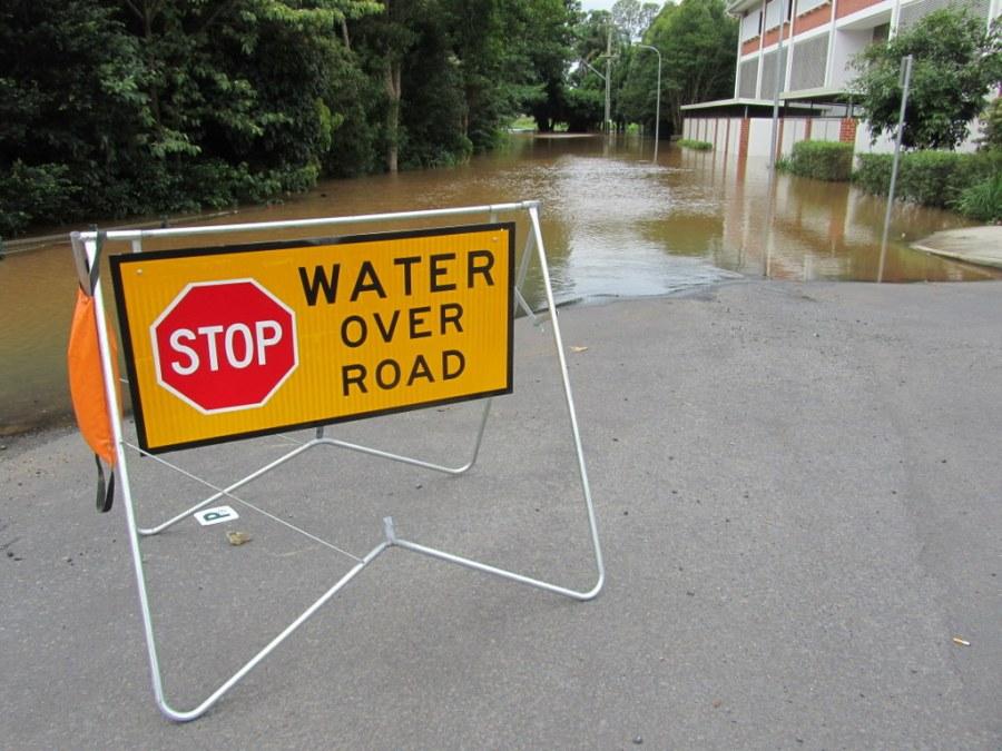 Road closed between police station at Simes Bridge, Lismore