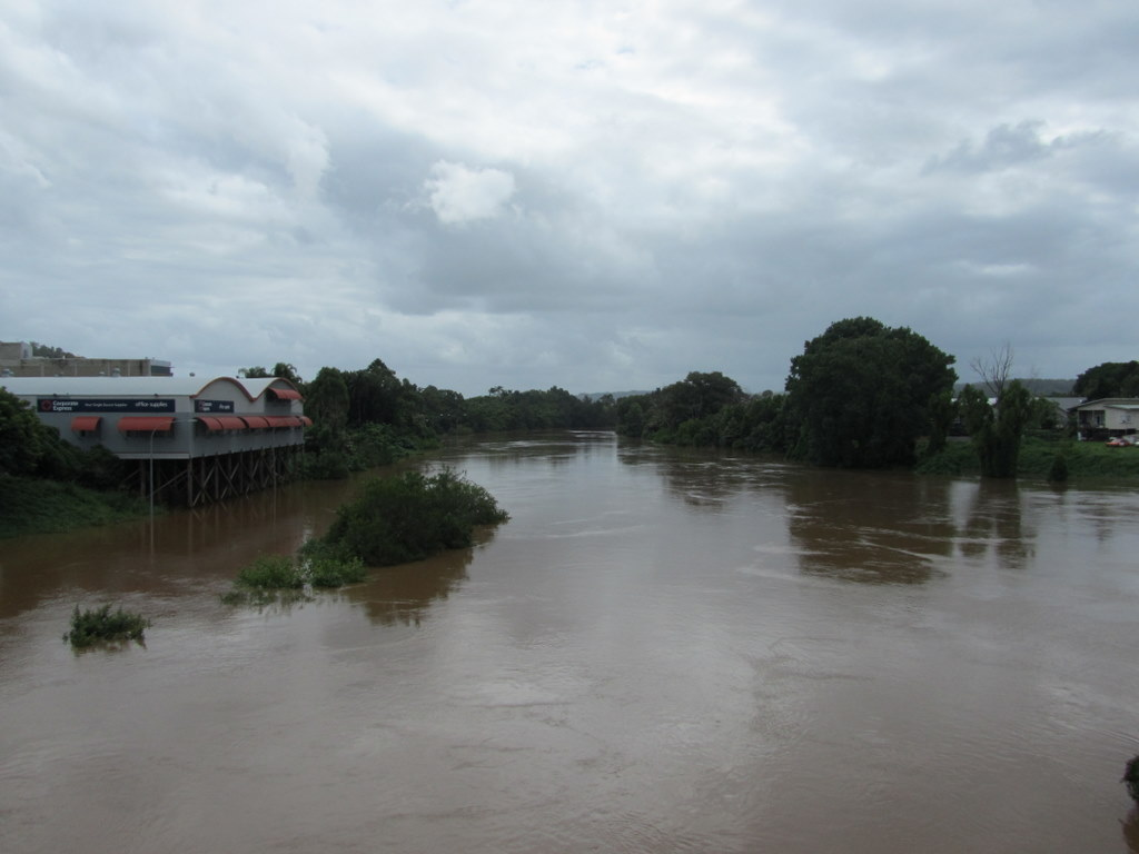 Wilsons River viewed from Double Bridge at Lismore