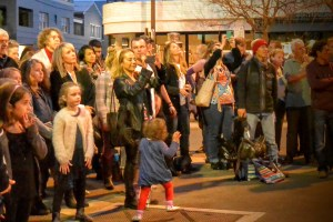 The crowd watches as Morgan Evans plays Erskineville as part of Sydney Fringe