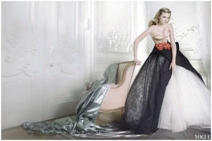 mario-testino-lara-stone-vogue-dec-2009-dior-haute-couture