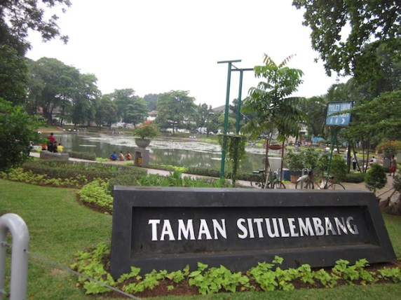 Taman Situ Lembang, a park in the middle of Menteng neighborhood