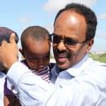 President-Farmajo-carrying-a-baby-4
