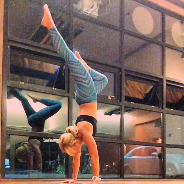 Cute prAna print yoga leggings - handstand in prAna