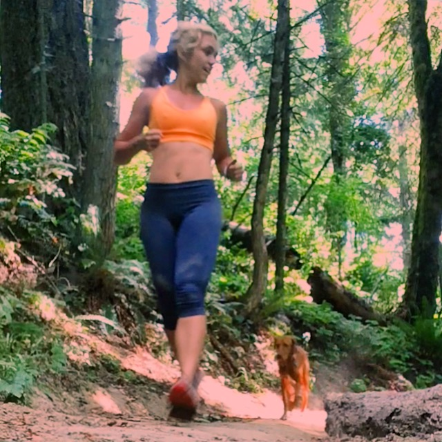 Trail running - vizsla trail dog