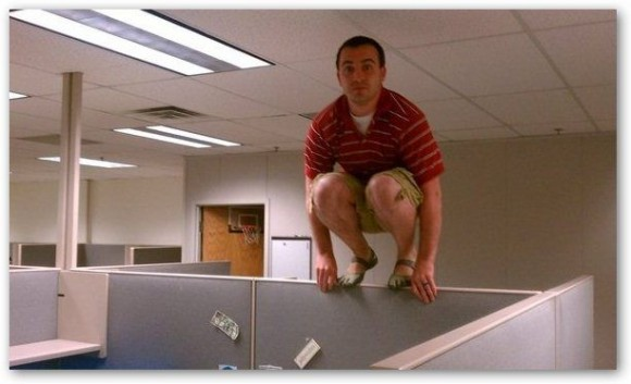 Viral Internet Crazes: Planking, Owling, Teapotting, Horsemanning and more. (2/6)