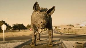 Estatua de piedra de un cerdo ibérico