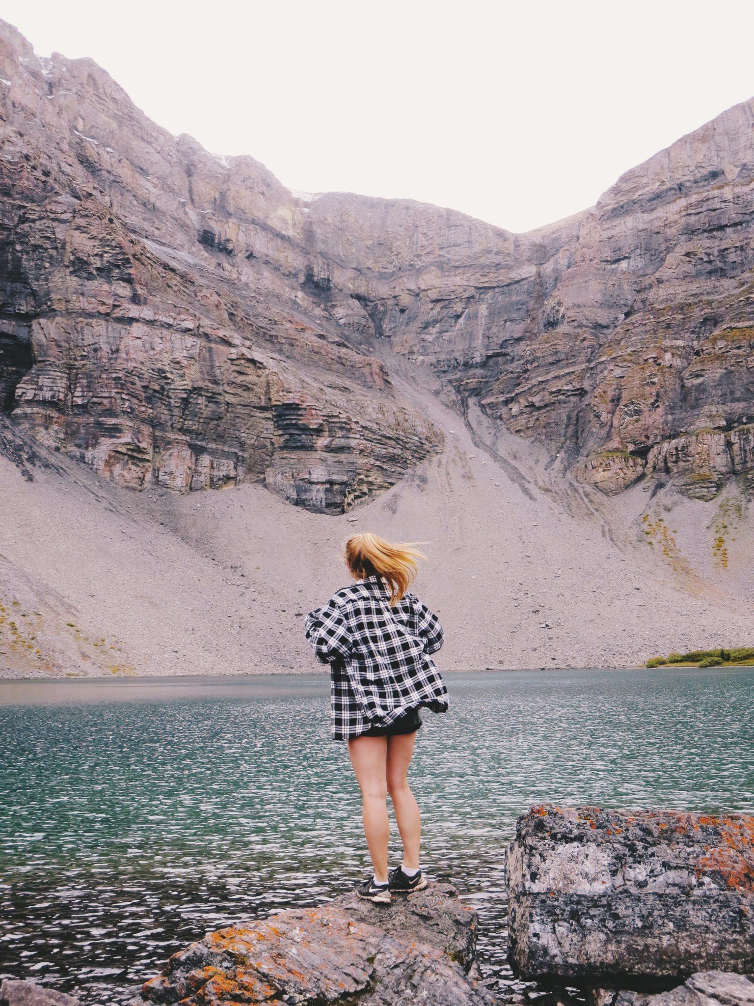 jana meerman borgeau lake hike
