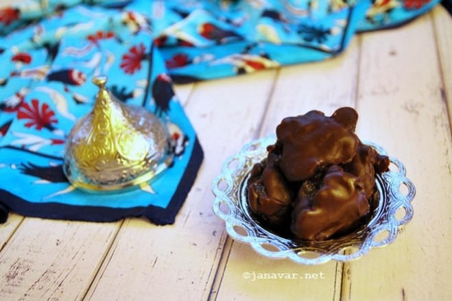 Recipe: Karyoka (or: chocolate covered candied chestnuts)