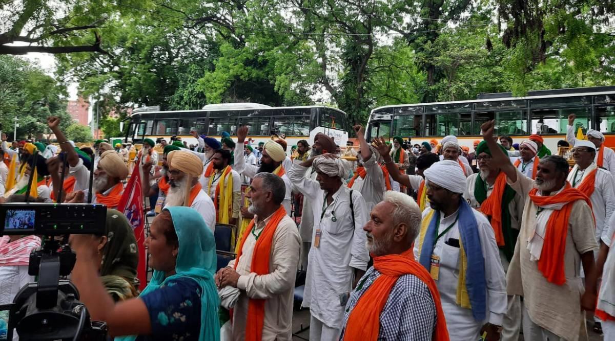 किसान मोर्चे ने किया जंतर-मंतर पर किसान संसद का आयोजन, संसद परिसर में भी प्रदर्शन