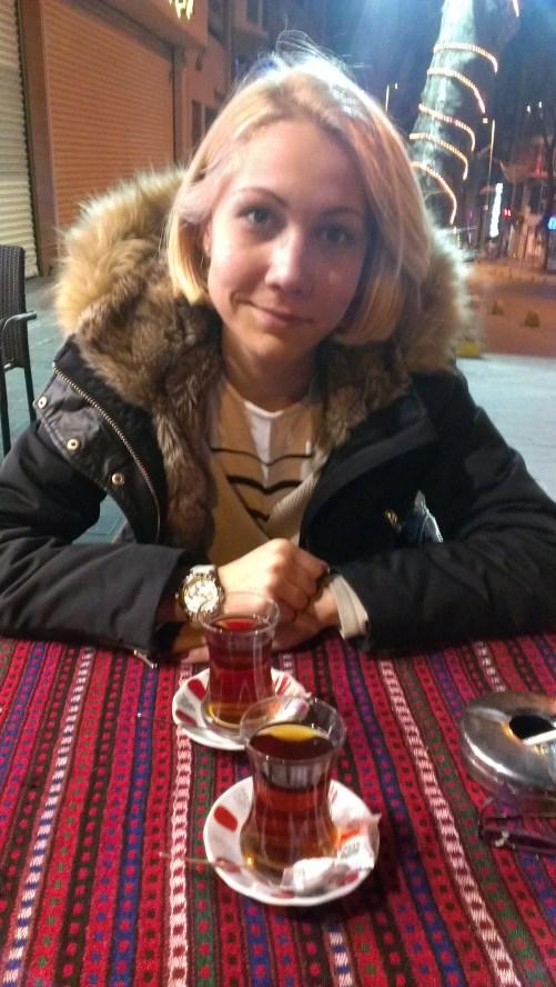 Turci piju crni čaj po ceo dan - Turks drink black tea all day
