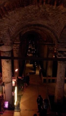Cisterna Bazilika, ulaz napravljen od 52 kamena stepenika - Basilica Cistern, the entrance is made up of 52 stone steps