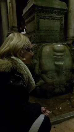 Cisterna Bazilika, Misterija meduze - Basilica Cistern, Medusa mistery