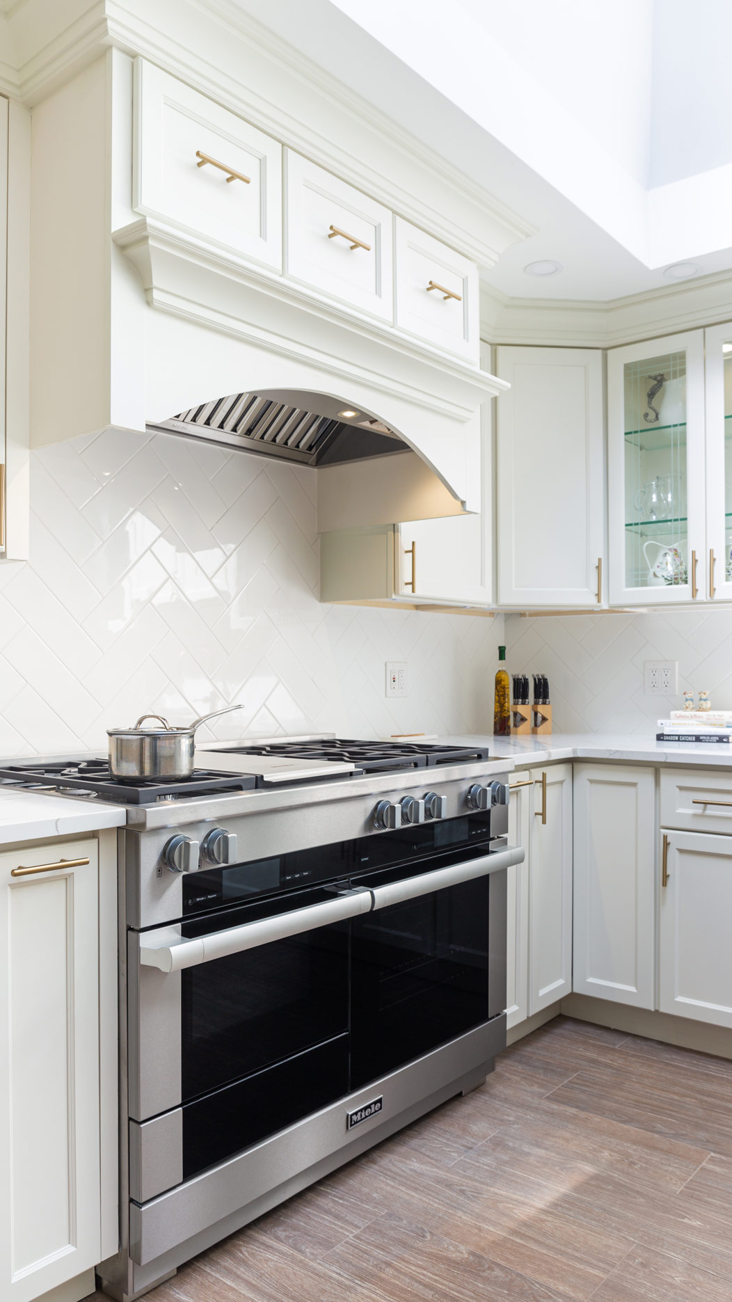 e1 dove j k cabinetry in 2020 cabinetry kitchen cabinets wall oven on j kitchen id=33237
