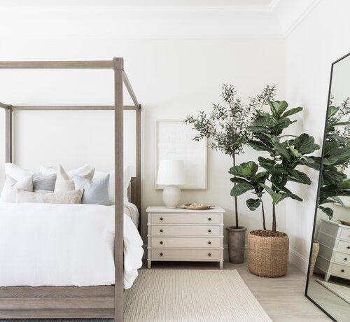 Beautiful modern coastal bedroom design with wood four poster bed - Pure Salt -#bedroomideas #bedroomdecor #homedecor