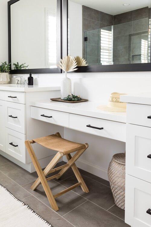 Master bathroom with sitting area - Pure Salt