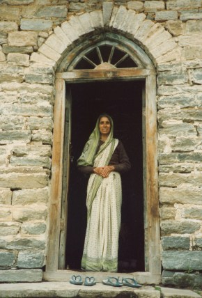 6 badrinath woman in doorway