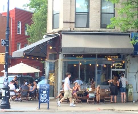 Afslappet stemning på hip New York café