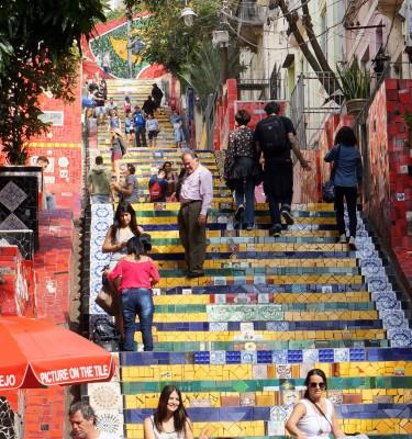 Den berømte mosaik trappe lavet af Selaron