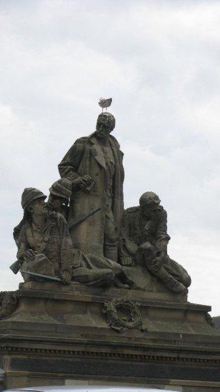 Birdsw-Statues-1