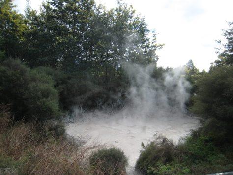 dampfendes Schlammloch
