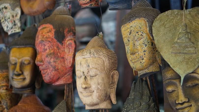 Buddha-Figuren auf dem Markt von Siem Reap