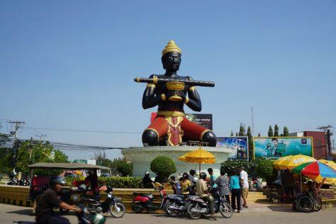 Großer Straßenbuddha Dambang Kranhoung