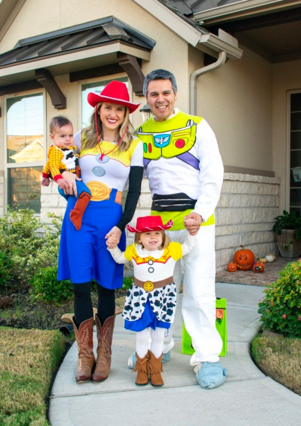 Simple Halloween Family Costumes (with links)!