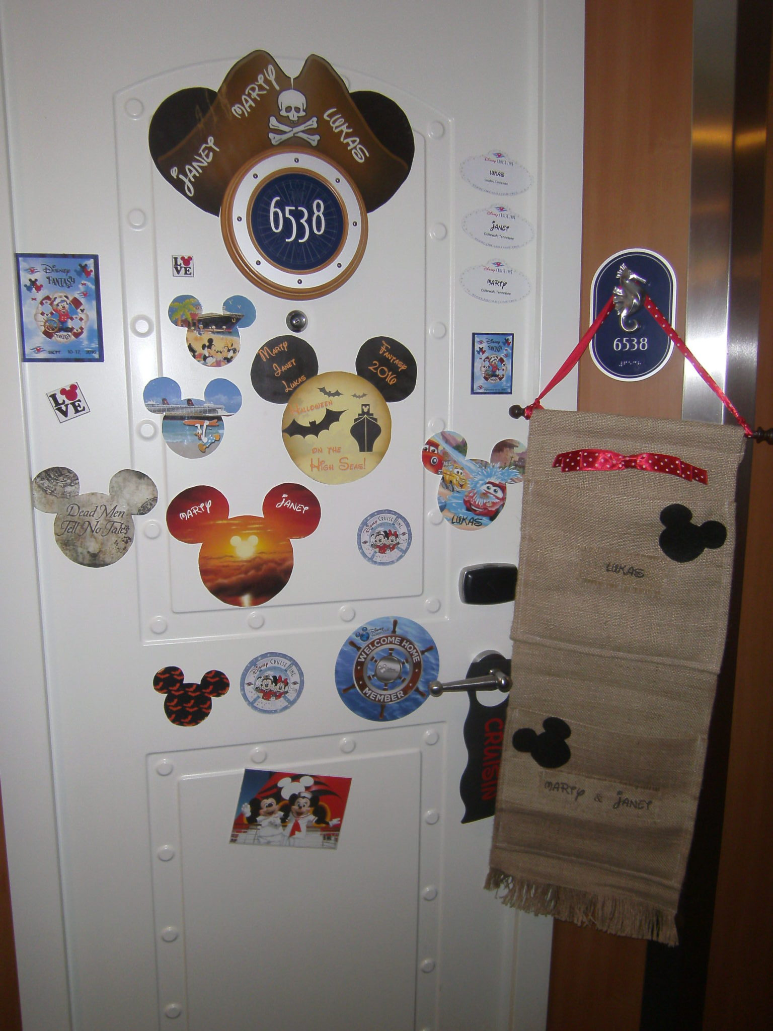 Easy Steps For Diy Disney Cruise Door Magnets To Decorate Your Cabin