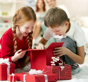 111_00000889f_cebd_orh100000w614_christmas-money-saving-tips-kids