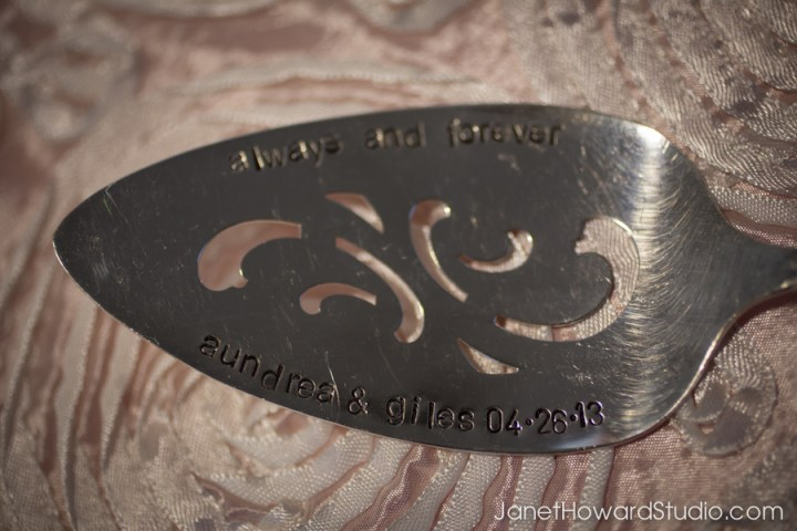 Personalized cake server