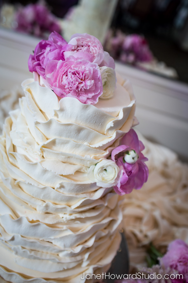 Radiant Orchid florals by Stylish Stems, Cake by Eileen Carter