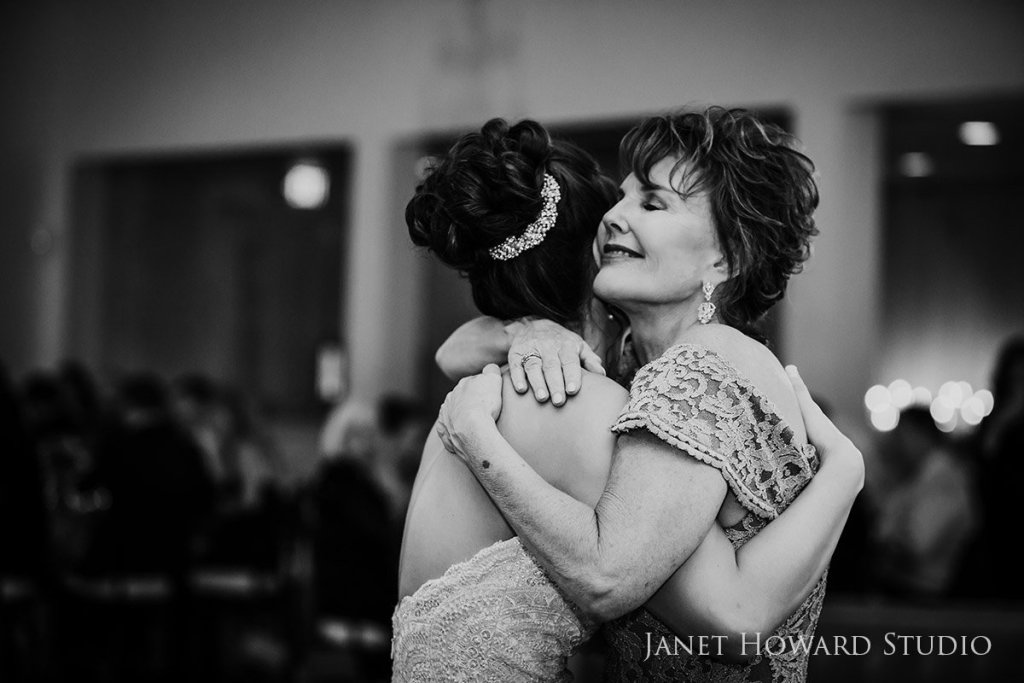 bride dance with mom