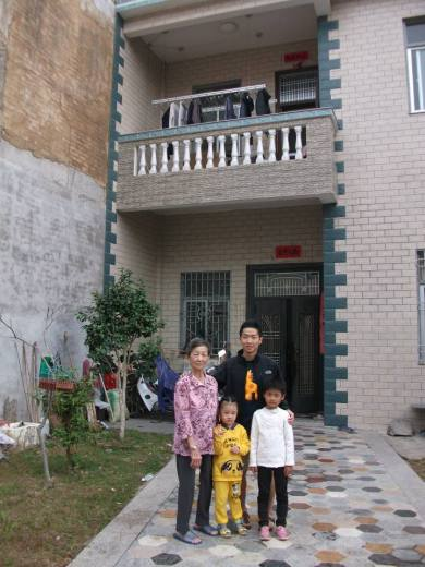 My mother praises the diligence of the younger generation. Now they live in bigger houses.
