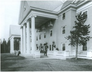Yellowstone Lake Hotel 1904