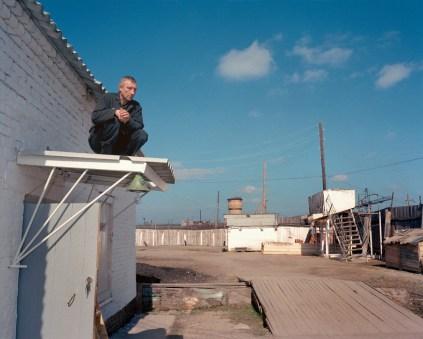 "Krasnoyarsk region. Town of Reshoti (500 km from Krasnoyarsk). Former Gulags turned into prison camps. Camp 15. Prisoners reparing the roof. Project ""Zona""."