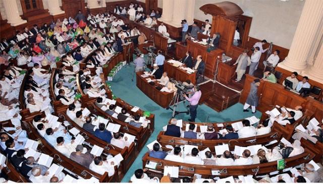 پنجاب اسمبلی اجلاس، حکومتی و اپوزیشن ارکان گتھم گتھا
