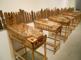 abel-barroso-the-emigrant-pinball-machine-pinball-del-emigrante_wooden-satirical-sculpture_collabcubed (1)