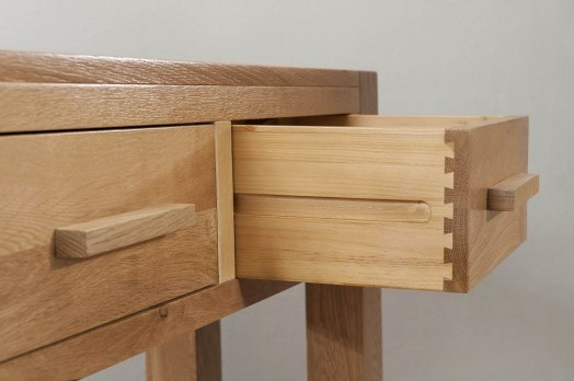 aylesbury_contemporary_light_oak_large_hall_console_table_drawer_detail_oak_handle.1458313733
