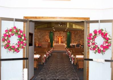lake of the ozarks, osage beach, camdenton, lake ozark, wedding flowers, ceremony flowers, door decorations, wreaths,