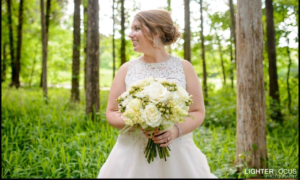 white and green bouquet, brides bouquet, wedding flowers, bridal bouquet, lake of the ozarks, missouri, wedding flowers, lake of the ozarks, wedding, camdenton, osage beach, lake ozark, lake weddings,