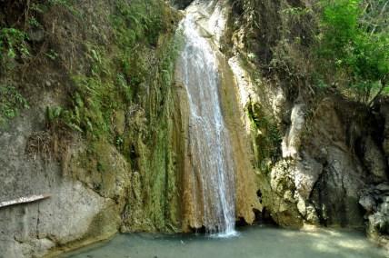 Kolejny skok w bok – za Yogyę – wodospad Kedung Pedut.