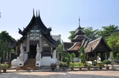W obrębie murów miejskich Chiang Mai znajduje się 36 watów, w okolicy ok. 300.