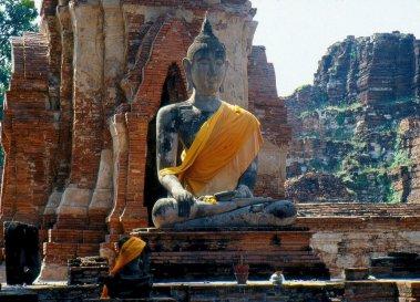 Idealne proporcje, zachowanie harmonii, postać ma emanować spokojem, jeśli siedząca, to zawsze w półlotosie.