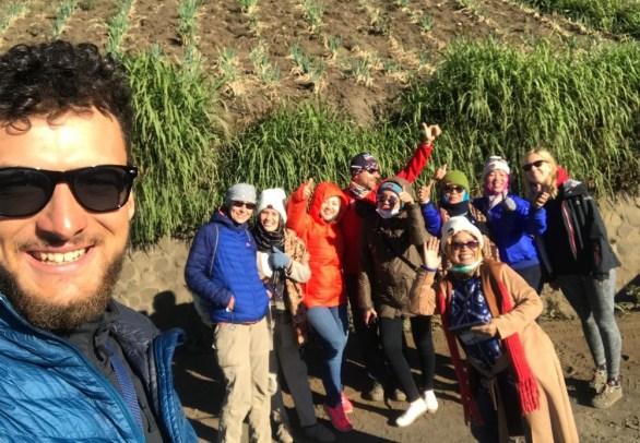 Wiem, zdjęcie z telefonu. ALE! To była ekipa roześmianych Indonezyjek. Były tak wesołe, rozchichotane, że nie mogę się powstrzymać. Mega pozytywna ekipa, która bardzo chciała się z nami ściskać ;)