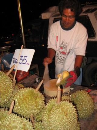 Ayutthaya - targ nocny.