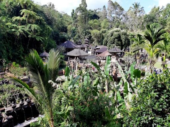 Ubud ma ten plus, że w pobliżu jest sporo fajnych rzeczy. Na przykład wioska Tampaksiring. Pura Gunung Kavi Sebatu. XI wiek.
