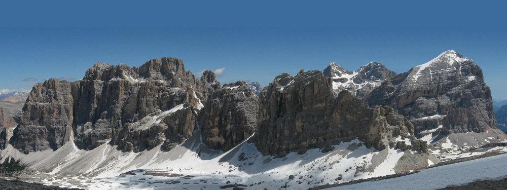 I Tofany w całości: Tofana Di Roses (3225), Tofana di Mezzo (3244) i Tofana di Dentro (3238).