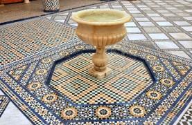 Musi być fontanna i musi być mozaika.